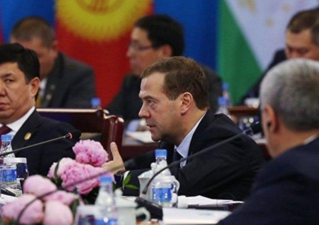 俄总理与吉尔吉斯斯坦总统讨论两国在欧亚经济联盟中合作及上合组织未来任务