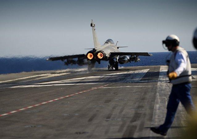 俄武装力量总参谋部展示美国空军空袭伊拉克Tel Keppe卫星图像