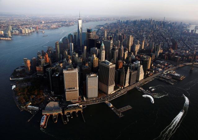 媒体:一架直升机在纽约市失事