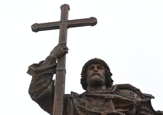 俄外交部发言人就乌对揭幕莫斯科弗拉基米尔一世纪念碑的反应发表评论