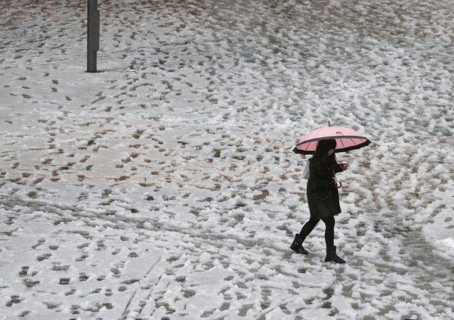 媒体:日本北海道强降雪 至少35个航班被取消