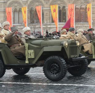 红场阅兵75周年纪念活动上的历史军事装备展示环节
