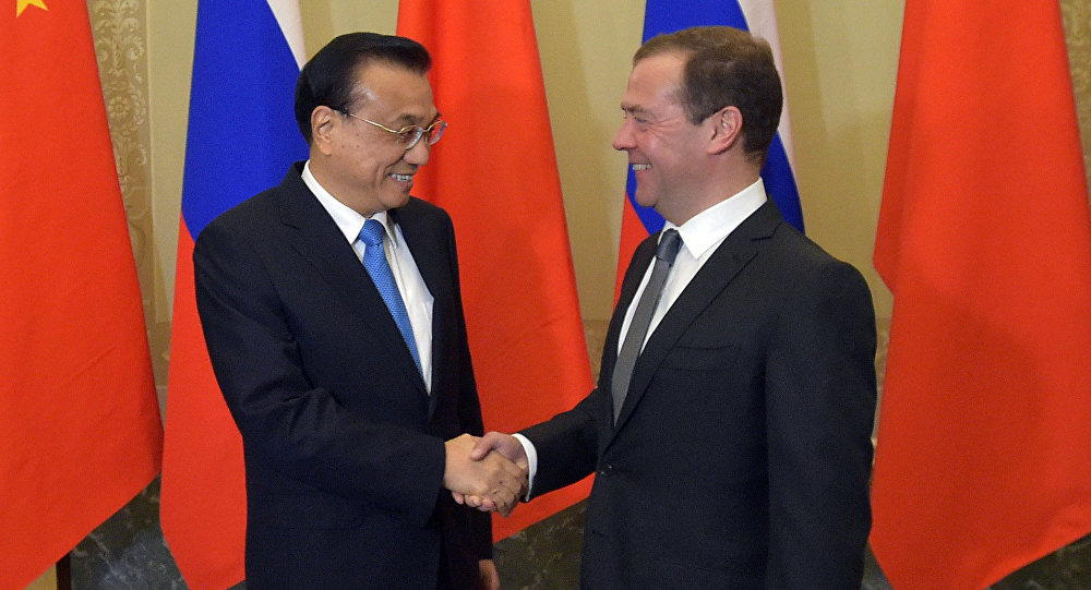 俄总理签署俄中合作协议草案
