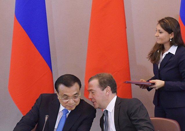 俄中两国总理17日将商讨经贸合作问题