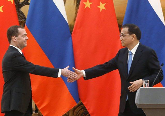 俄总理称联系俄中的是战略协作伙伴关系和两国间互动