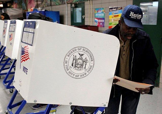 美国中部地区投票站陆续开放
