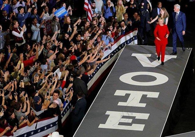 """美国希拉里竞选团队前主席将在国会就""""俄干预大选""""发言"""