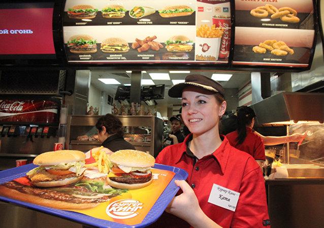 """俄快餐连锁店""""Burger King"""", 汉堡"""