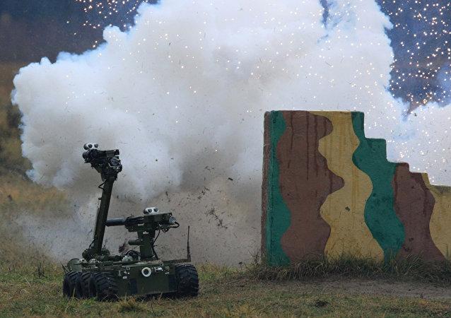 俄战略火箭部队对井射的战斗护卫机器人进行测试