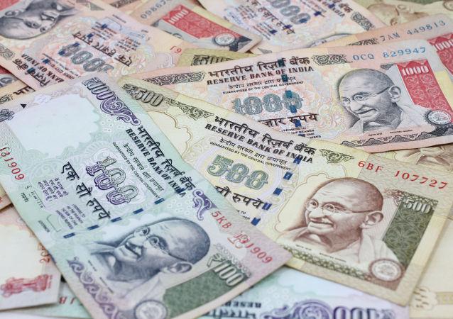 12月中旬前在印外国人每周最多可兑换73美元