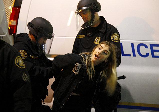 特朗普支持者与反对者发生冲突 15人被捕