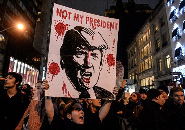 俄总统新闻秘书谈及反特朗普抗议:美国应自己解决该国的问题