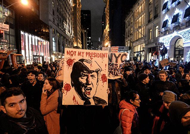 特朗普称赞了那些集会反对他的美国公民