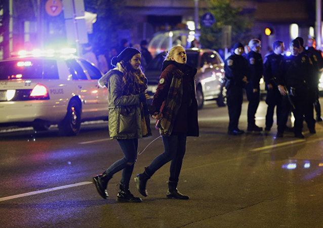 两名警察在印第安纳波利斯的反特朗普示威中受伤