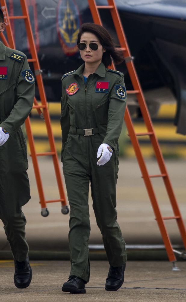 余旭在歼-10起飞后