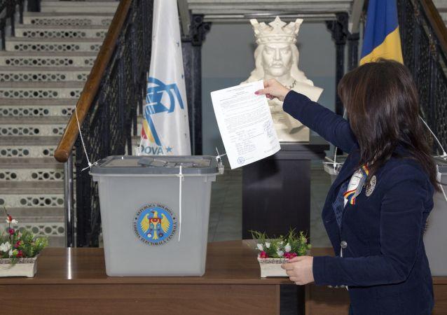 摩爾多瓦社會主義者黨領袖多東當選總統