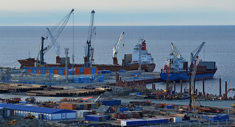 负责向中国运送液化天然气的俄LNG油轮创下北方海路最短通行时间记录