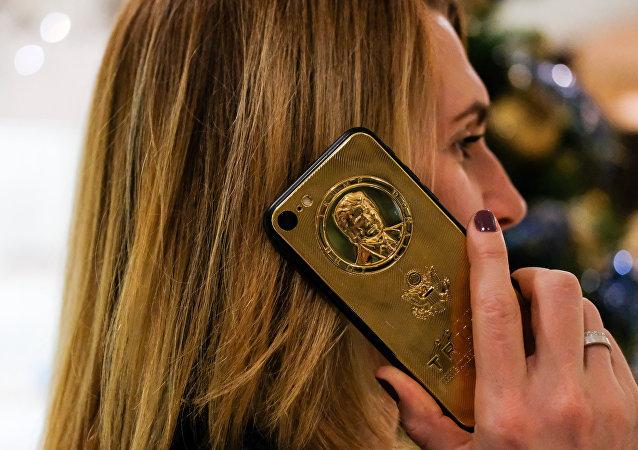 特朗普主题镀金iPhone7在俄发售