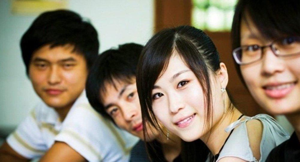 民调:中国45%的公民使用电子设备关注自己的健康状况