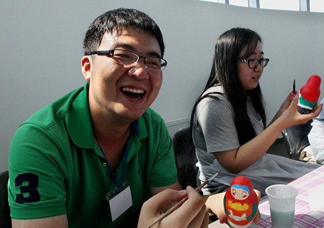 民调:13%俄罗斯人希望在本国看到中国留学生专家及工作者