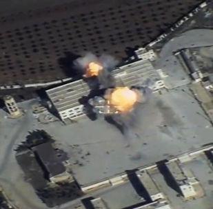 俄联邦空天部队图-95飞机使用巡航导弹对叙利亚恐怖分子据点进行打击