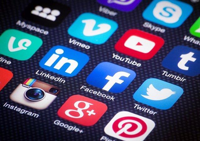 生活实例:如何借助社交网络成名流