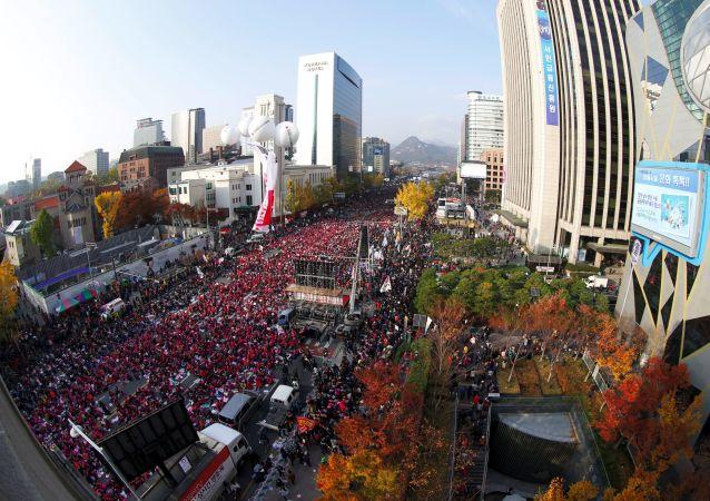 数万人走上街头抗议韩国总统
