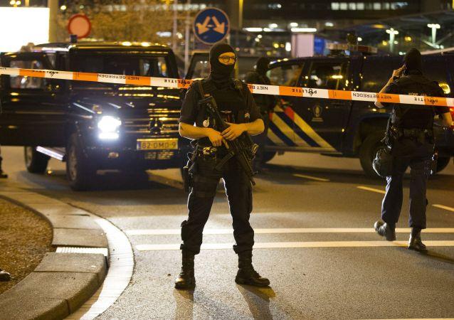 在荷兰160余人在抗议警察暴力的活动后被捕