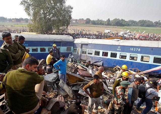 媒体:印度列车脱轨死亡人数增至百人