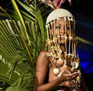 """哥伦比亚卡利镇生物时装秀展示的""""生态""""作品。"""