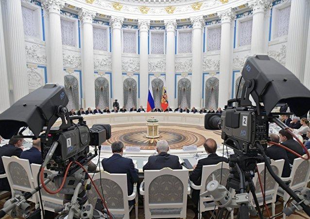 俄总统普京在克里姆林宫举行的科教委员会会议上