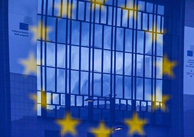 容克:欧盟夏季前将开始对乌克兰公民实行免签