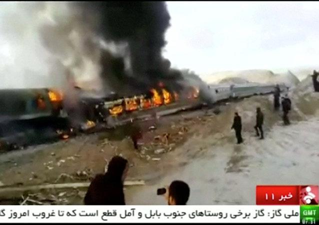 媒体:伊朗列车相撞事故的死亡人数上升至31人