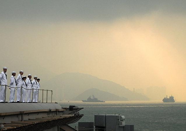 新加坡向香港派出一组专家以保障被扣留的装步战车安全