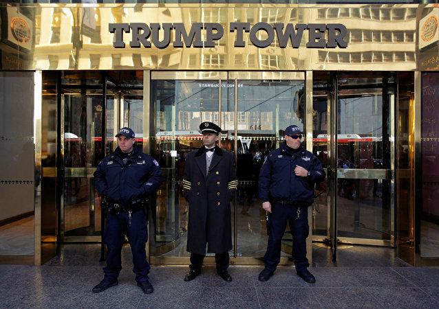 纽约警方拘捕一名企图持刀进入特朗普大厦的男子