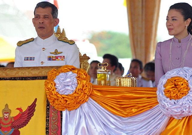 泰国国王废除贵妃诗尼娜后再开除6名官员
