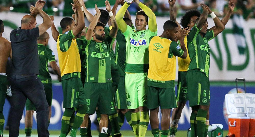 中国外交部:中方对载有巴西足球运动员飞机坠毁事件表示慰问