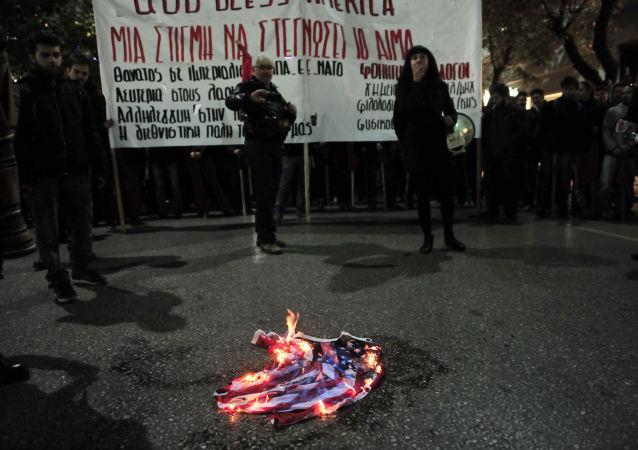 特朗普建议剥夺焚烧美国国旗者的国籍