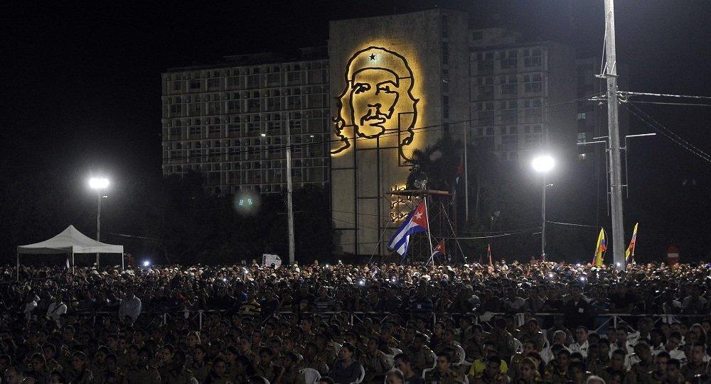 约100万人在哈瓦那参加纪念菲德尔∙卡斯特罗的悼念活动
