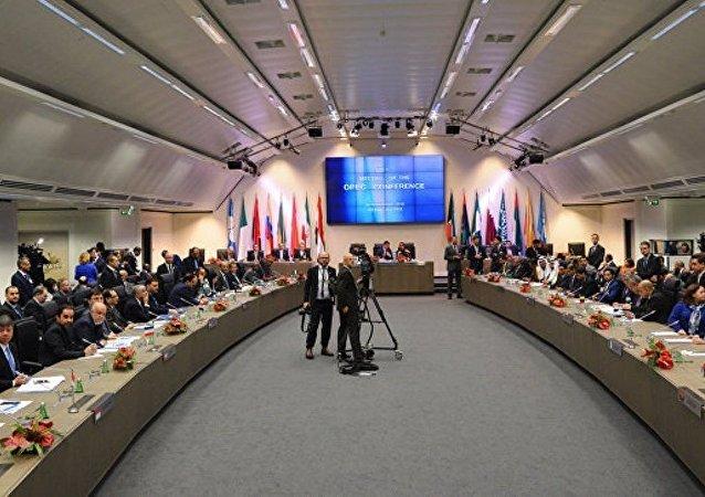 在维也纳欧佩克总部举行了六个小时的谈判
