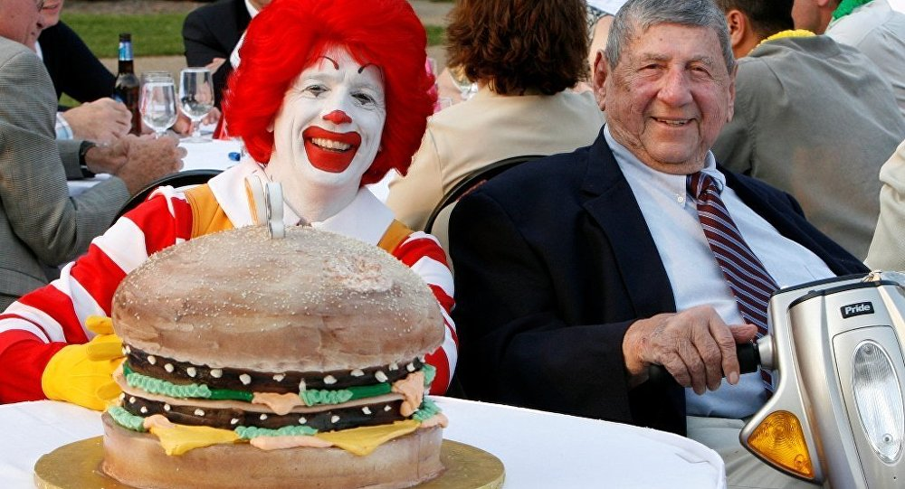 """麦当劳 """"Big Mac(巨无霸)""""汉堡的创造者去世"""