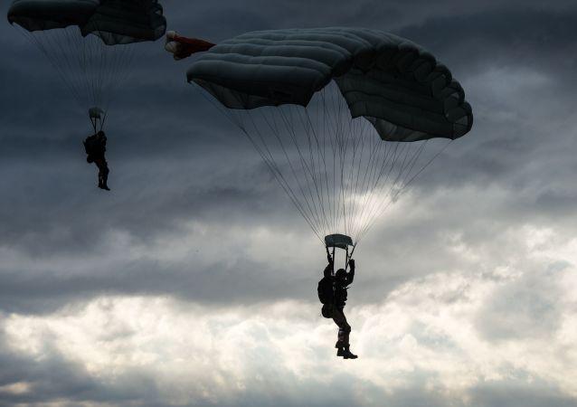 卢卡申科下令派遣空降兵集结西部边境
