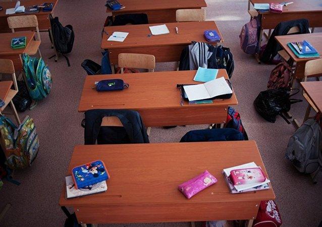 大约四分之一的俄罗斯中小学禁止学生在教室内使用手机