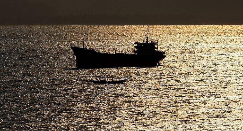 媒体:一艘悬挂朝鲜国旗的干货船在日本附近沉没 船员获救