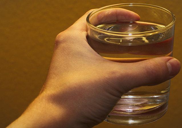 日本医生给出一种用水减肥的方法