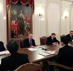 普京与日本外务大臣在圣彼得堡会晤中谈及和平条约