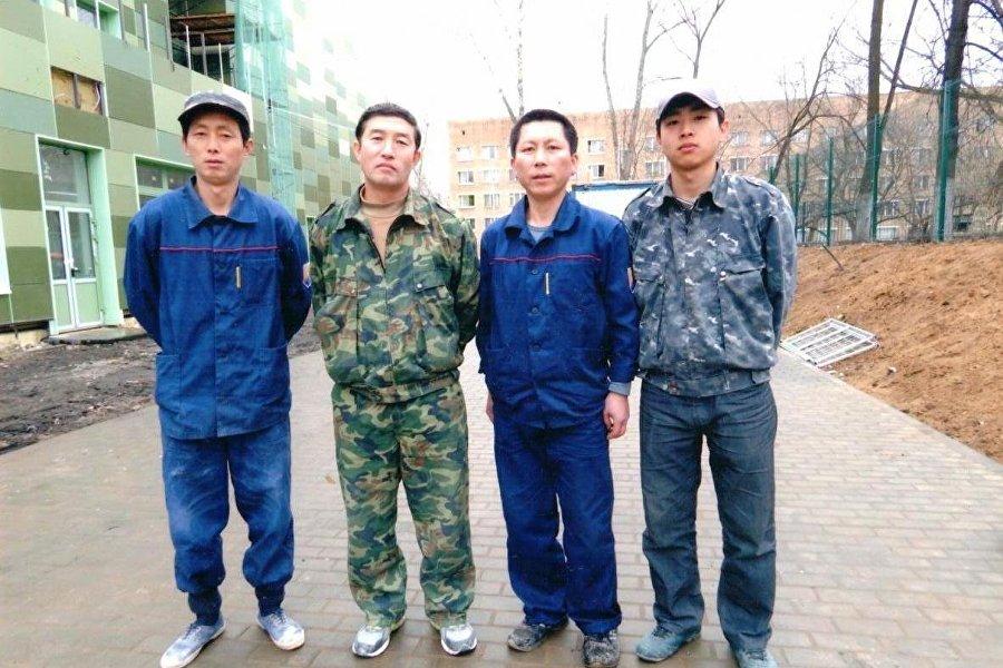 朝鲜和�yf�_我们还下棋,或者玩些朝鲜民族游戏和其它民族游戏.\