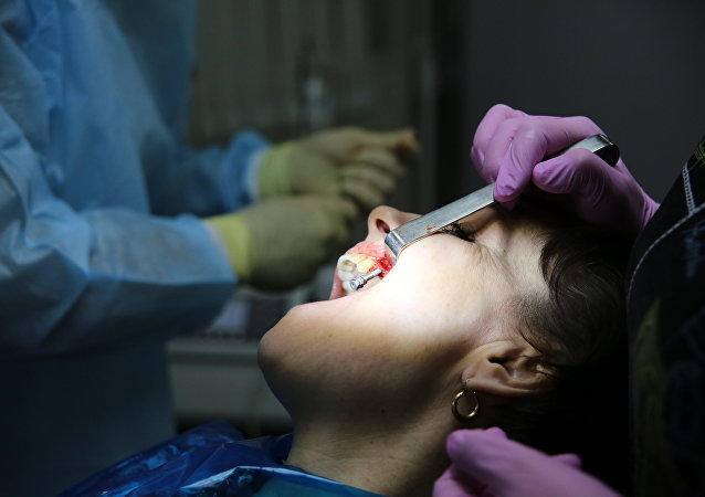 使用假牙会使人营养不良