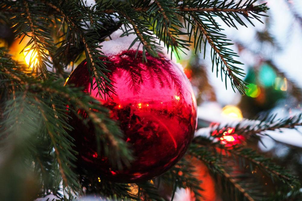 莫斯科红场上年货市场上的圣诞装饰