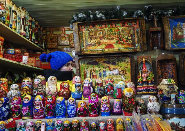 媒体:中国游客在俄购买鱼子酱和套娃将享退税